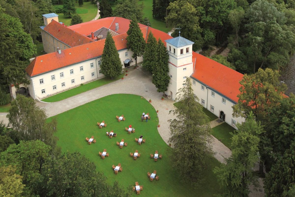 be56d1aeceac Hotel w Zamku - Hotel Zamek na Skale w Trzebieszowicach